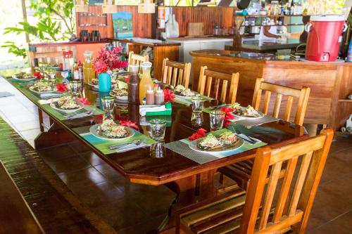 A restaurant or other place to eat at Saladero Ecolodge