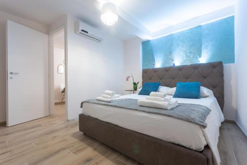 A bed or beds in a room at Venexia House to Rialto
