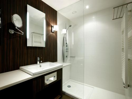 A bathroom at Krasnapolsky Apartments
