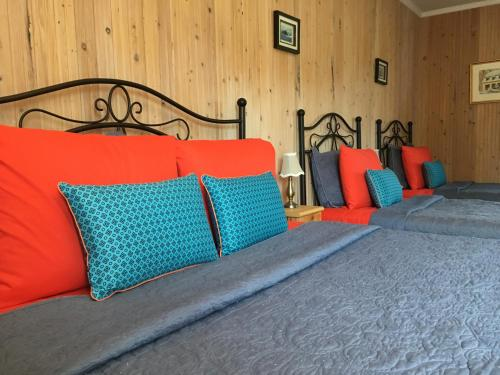 A bed or beds in a room at La Chouette Virée