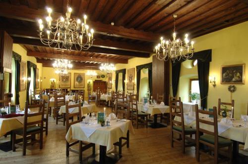 A restaurant or other place to eat at Burg Deutschlandsberg