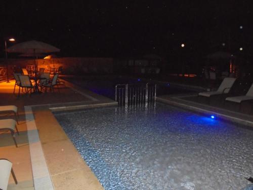 A piscina localizada em Flat 320 ou nos arredores