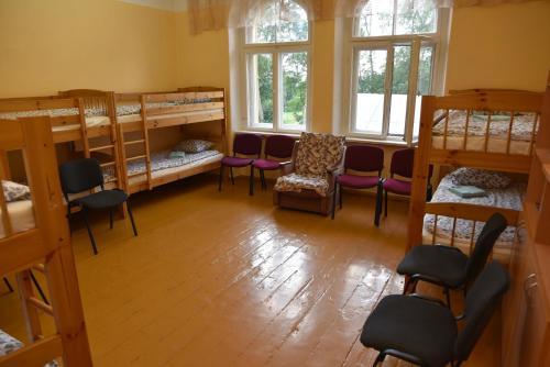 Divstāvu gulta vai divstāvu gultas numurā naktsmītnē Gārsenes pils
