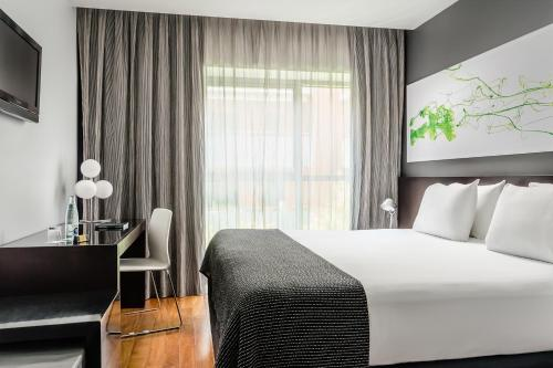 A bed or beds in a room at Eurostars Lex