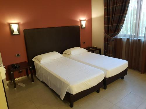 A bed or beds in a room at Hotel Montini Linate Airport