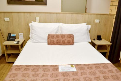 A bed or beds in a room at Hotel Poblado Natura