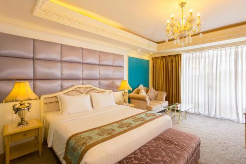 سرير أو أسرّة في غرفة في ذا جراند كانديان