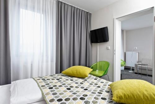 Ein Bett oder Betten in einem Zimmer der Unterkunft Tryp by Wyndham Frankfurt