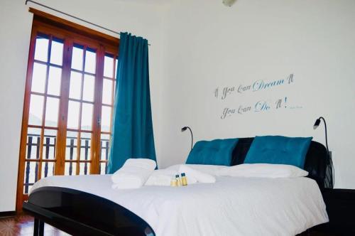 Letto o letti in una camera di Gold Cave casa vacanze appartamenti