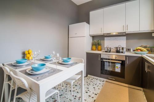 A kitchen or kitchenette at Glyfada Central