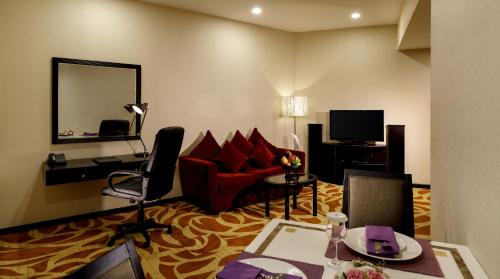 A television and/or entertainment centre at Taw Win Garden Hotel