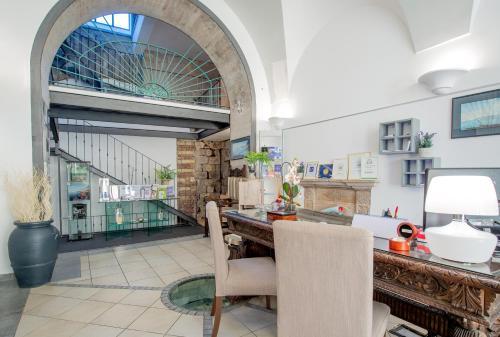 A kitchen or kitchenette at Hotel Rivoli Sorrento