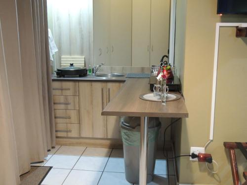 A kitchen or kitchenette at Hullabaloo selfcatering sleepover