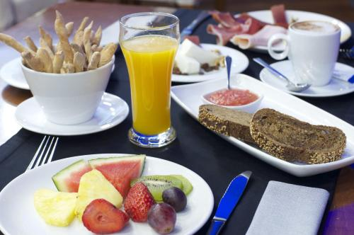 Breakfast options available to guests at Gran Hotel Albacete