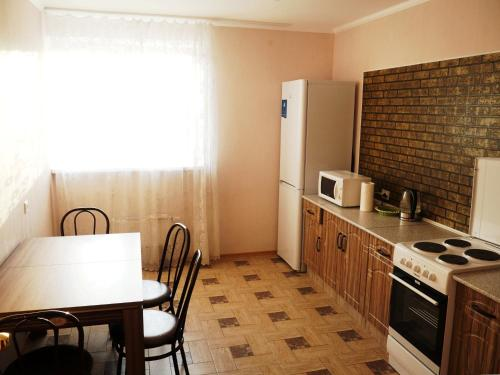 A kitchen or kitchenette at Apartments on Dobrolubova №2