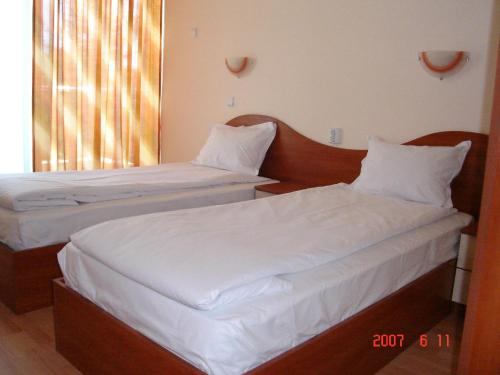 A bed or beds in a room at Hotel Harmony
