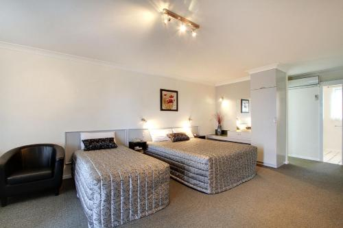 A bed or beds in a room at Tamar River Villas