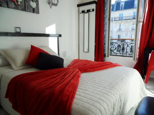 A bed or beds in a room at Camelia Prestige - Place de la Nation