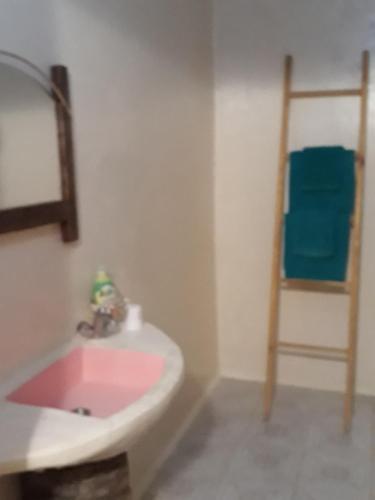 Salle de bains dans l'établissement Au Trait d'Union Tijma