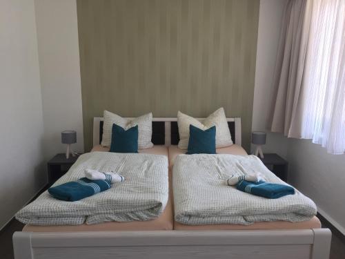 Ein Bett oder Betten in einem Zimmer der Unterkunft Hotel Stadt Magdeburg