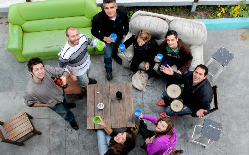 A family staying at Che Lagarto Hostel Montevideo