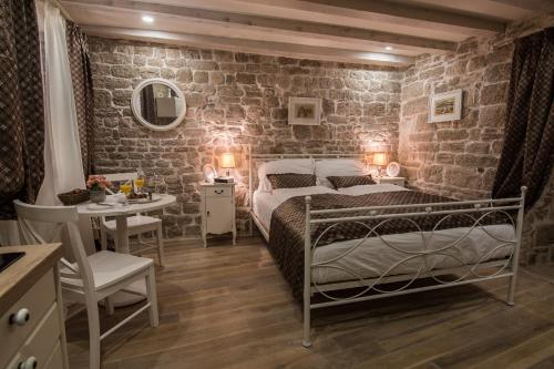 A bed or beds in a room at Apartments Sv. Frane
