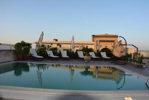 Piscina di Hotel Lalesaray o nelle vicinanze