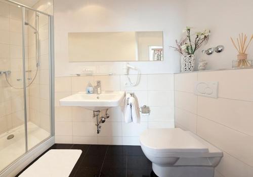 A bathroom at Hotel Drei Löwen