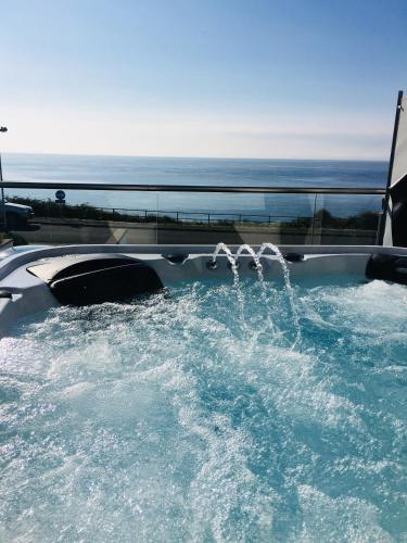 SEA CLIFF I The Miniature Boutique Hotel with Private Hot Tubs