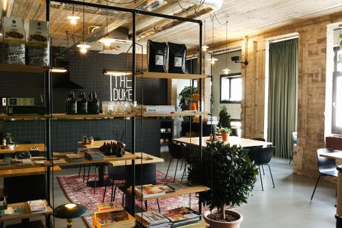 A restaurant or other place to eat at The Duke Boutique Hotel