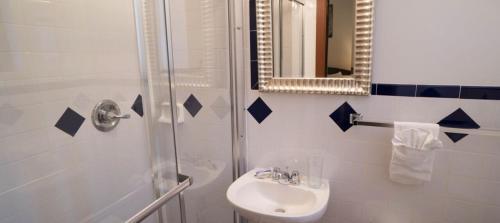 Ванная комната в Royal Park Hotel