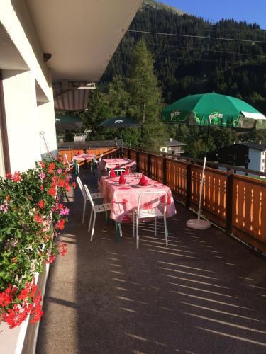 Restaurant ou autre lieu de restauration dans l'établissement Chalet-Hôtel du Borderan