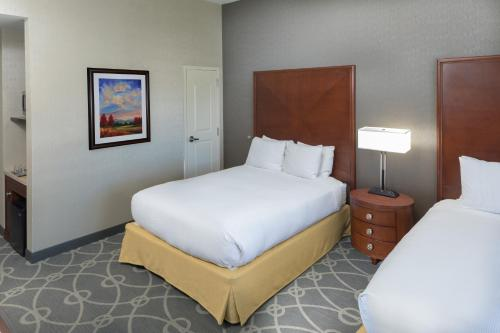 A bed or beds in a room at DoubleTree by Hilton Biltmore/Asheville