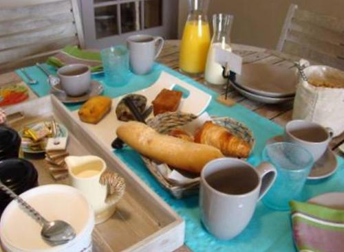 Breakfast options available to guests at LB et LB