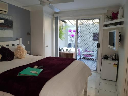 A bed or beds in a room at Nelson Bay Bed & Breakfast