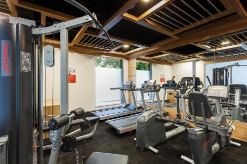 The fitness center and/or fitness facilities at Ginger Mumbai, Andheri