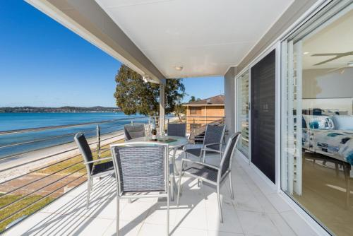 A balcony or terrace at Waterfront Wonderland Foreshore Drive 41