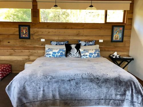 A bed or beds in a room at Rainy Hill Retreat