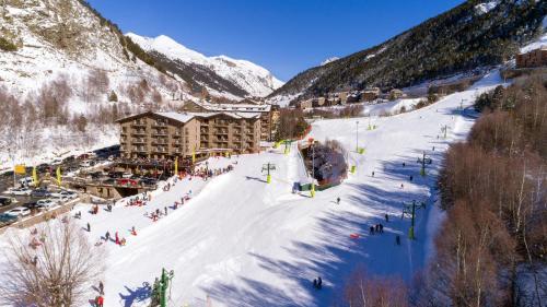 Hotel Canaro & Ski during the winter