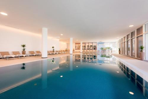The swimming pool at or close to Hotel Olympia