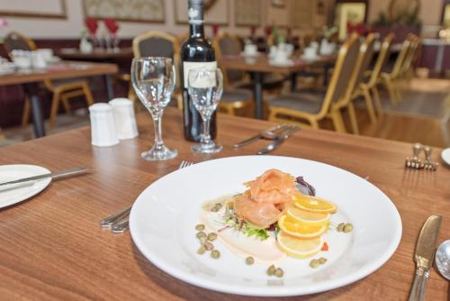 A restaurant or other place to eat at Salutation Hotel