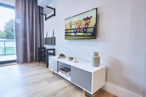 A television and/or entertainment centre at Apartamenty Sopot19