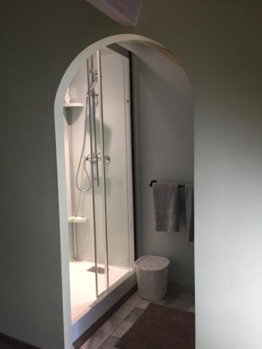 A bathroom at Tess Cottage