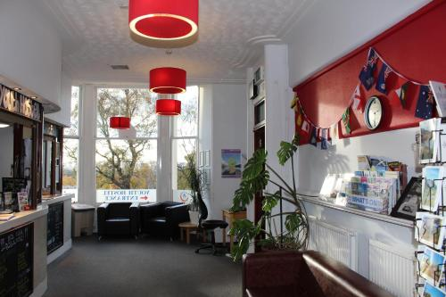 The lobby or reception area at Glasgow Youth Hostel