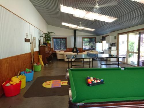 A pool table at Chiltern Lodge Country Retreat