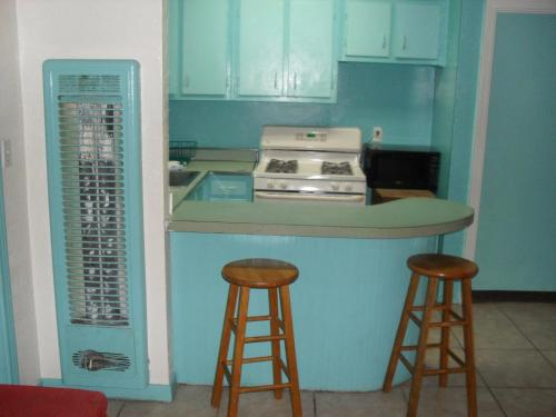 A kitchen or kitchenette at Shore Winds Motel