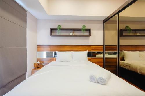 A bed or beds in a room at Luxurious Studio Apartment at Casa De Parco By Travelio
