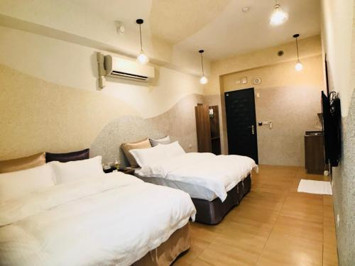 A bed or beds in a room at Bi Xuelin