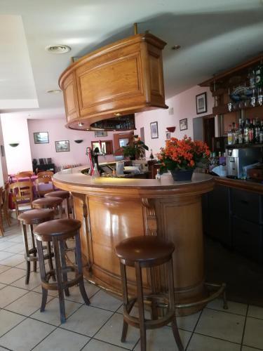 Salon ou bar de l'établissement hotel de la place