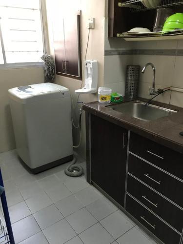 A kitchen or kitchenette at Saujana Damai